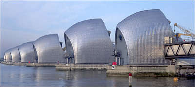 Flood_barriers_on_the_thames_river